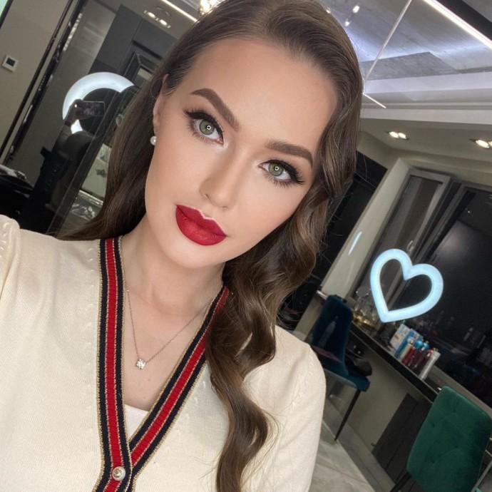 """""""Усы от молока"""": поклонники раскритиковали макияж Анастасии Костенко"""