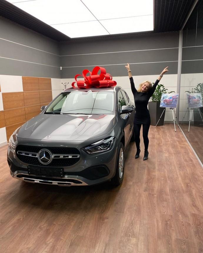 Певица Слава подарила дочери автомобиль за 5 миллионов рублей