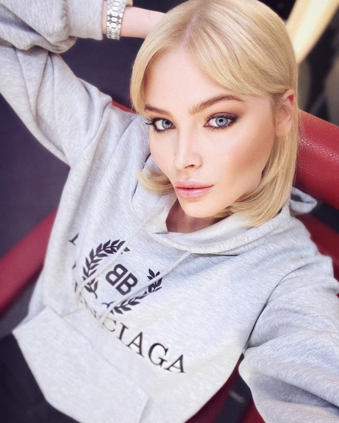 """""""На молодую Мадонну похожа"""": отрезавшую волосы Алёну Шишкову сравнили с поп-звездой Америки"""
