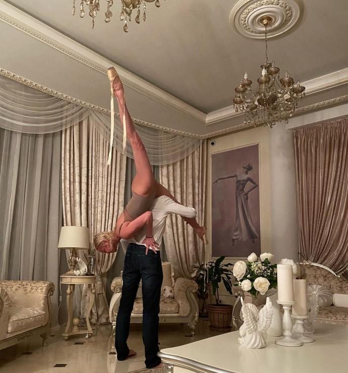 "Анастасия Волочкова раздвинула ноги на шее у ""любимого"""