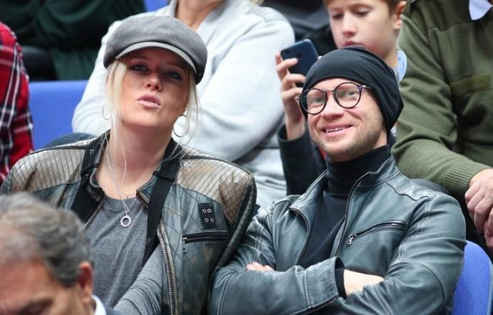 Супруга Дмитрия Хрусталева гневно ответила на слухи о причинах его госпитализации