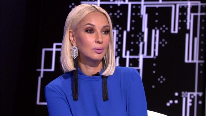Лера Кудрявцева не стала приближаться к артистам на премии