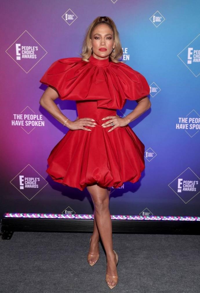 """Дженнифер Лопес выбрала короткое платье-""""конфетку"""" для похода на премию"""