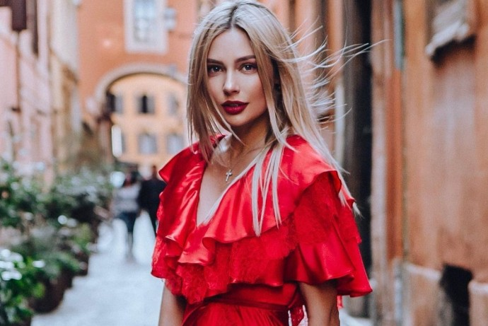 Наталья Рудова показала, как вспотела ее грудь после тренировки в зале