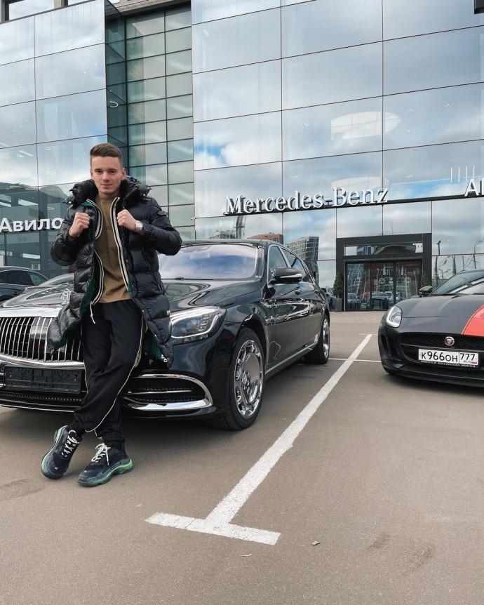 Младший сын певицы Валерии приобрел автомобиль за 8 миллионов рублей