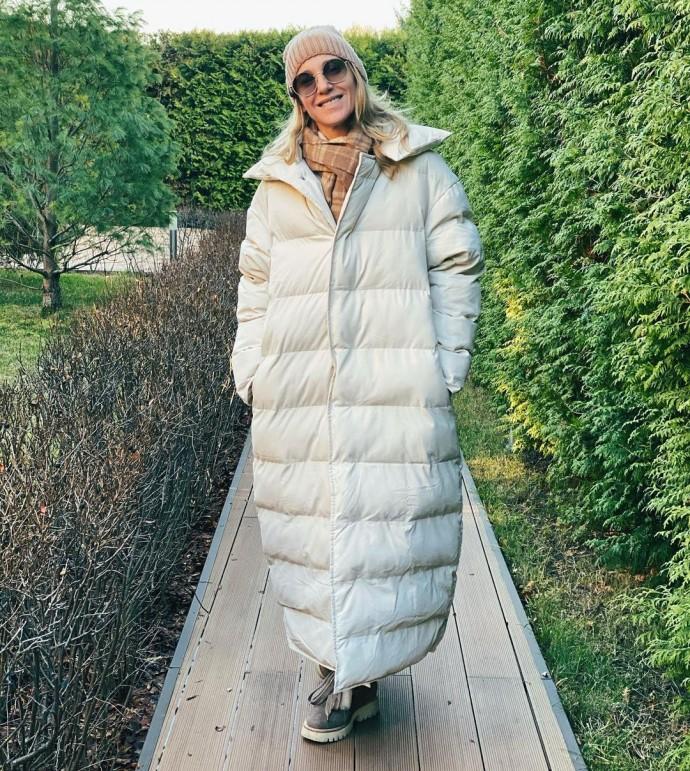 Рейтинг дня: Юлия Ковальчук вышла на прогулку в пуховике-одеяле