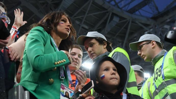 """""""Вся страна уже знает, какой она выглядит дурочкой"""": подруга жены Артёма Дзюбы рассказала о ее состоянии после скандала с видео футболиста"""
