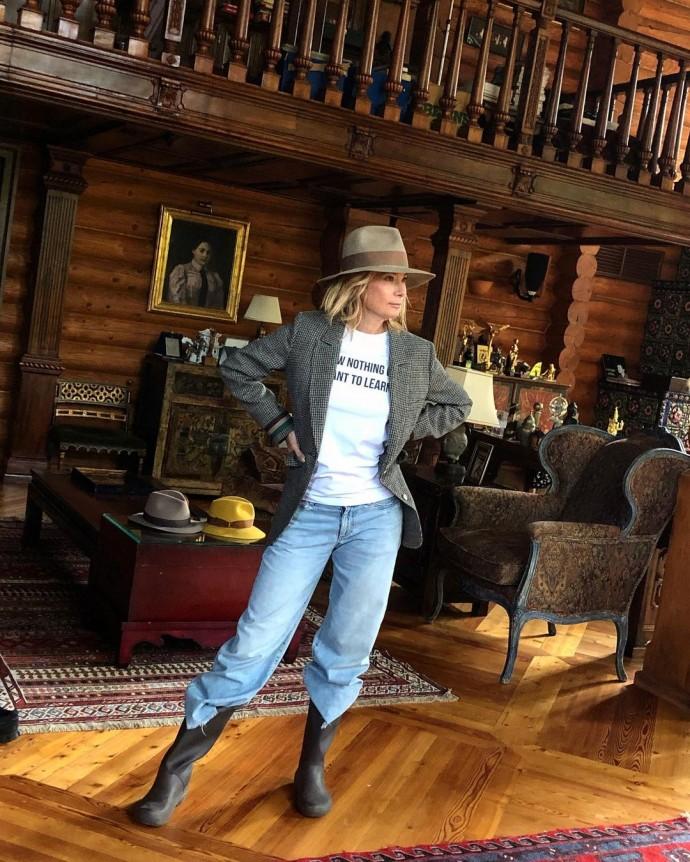 Юлия Высоцкая засветила роскошные интерьеры своего загородного особняка