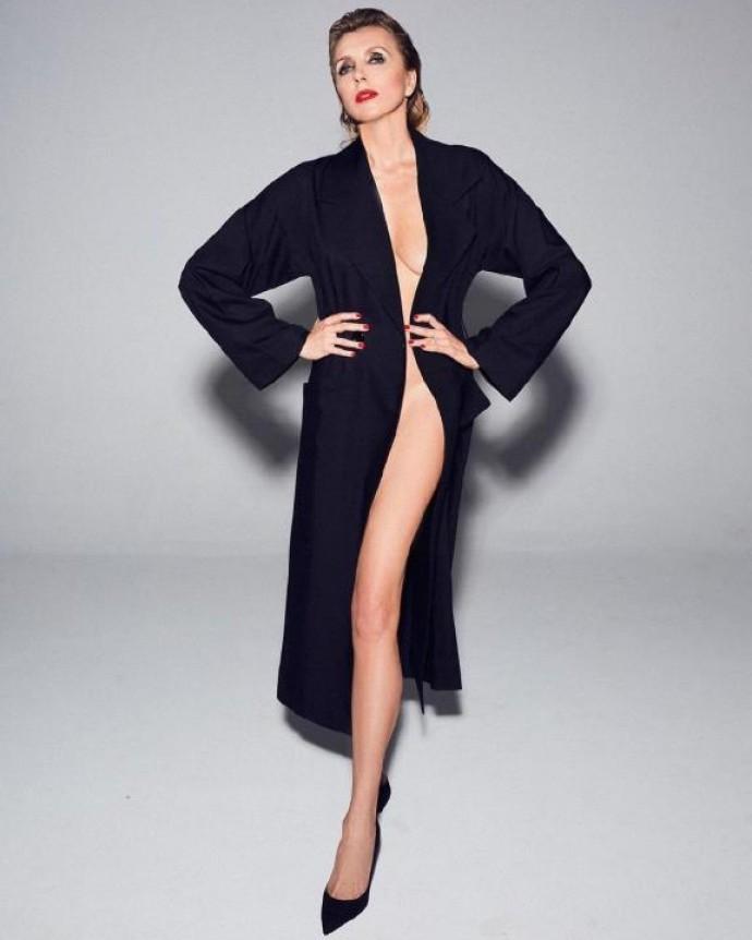 «Купальник огонь!!!»: мокрый купальный костюм не смог скрыть груди Светланы Бондарчук