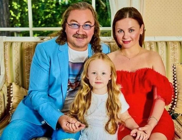 """5-летняя дочь Игоря Николаева впервые примет участие в """"Голубом огоньке"""""""