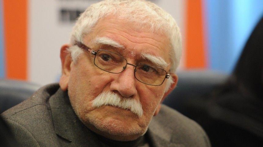 """""""Никто не подходил"""": Евгений Петросян сообщил, что Армен Джигарханян умер в муках"""