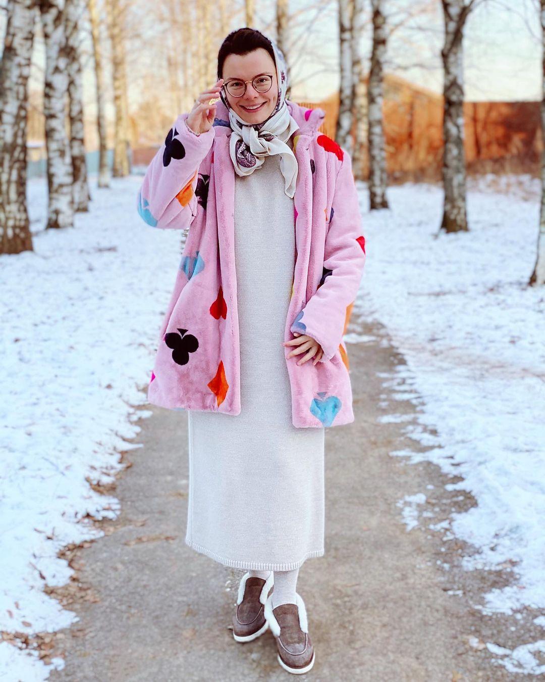 Рейтинг дня: Татьяна Брухунова порадовала поклонников розовой шубкой