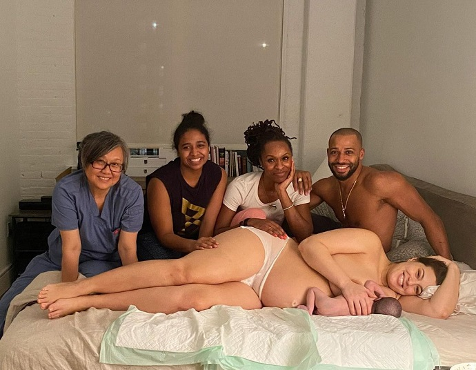 «Обнаженные селфи всех частей тела и оральный секс»: В сети всплыли интимные фото plus-size модели Эшли Грэм