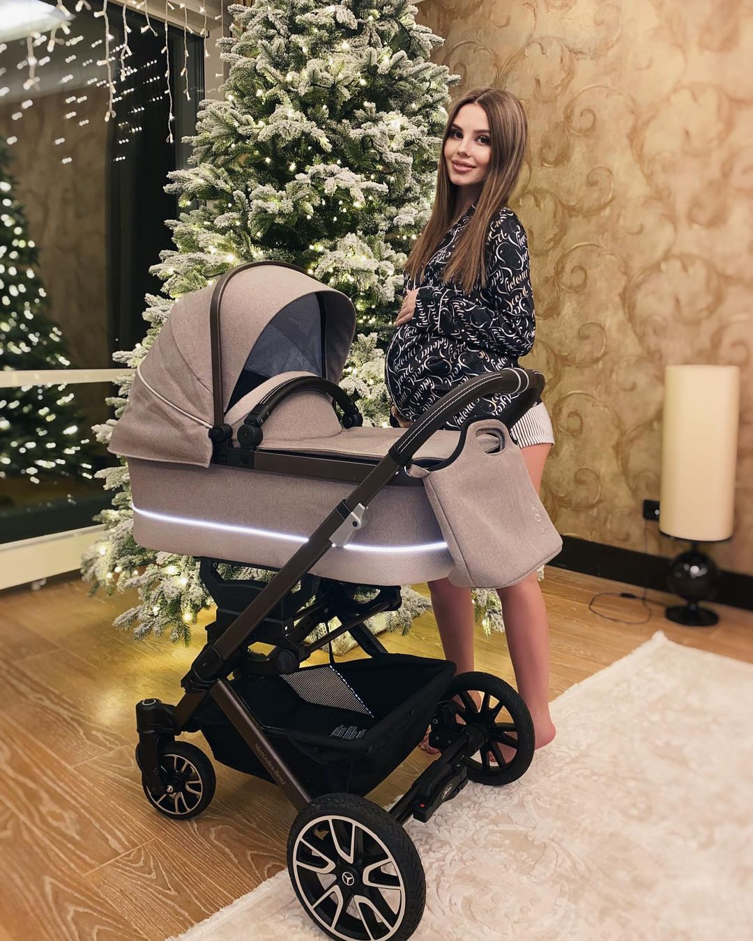 Arseny Shulgin bought a Mercedes-Benz and Hartan stroller for his future daughter