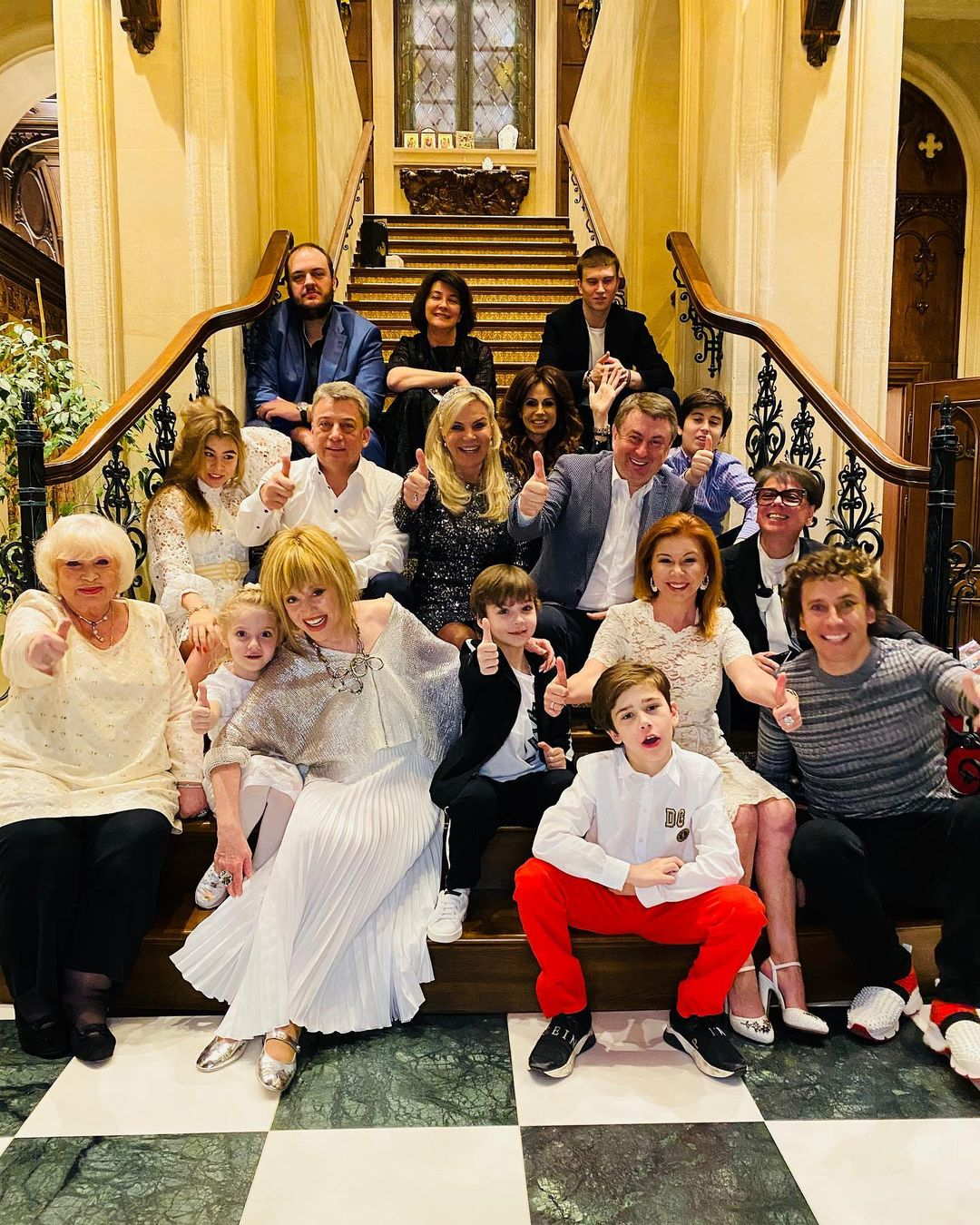 Больной раком Валентин Юдашкин повеселился на вечеринке у Аллы Пугачевой