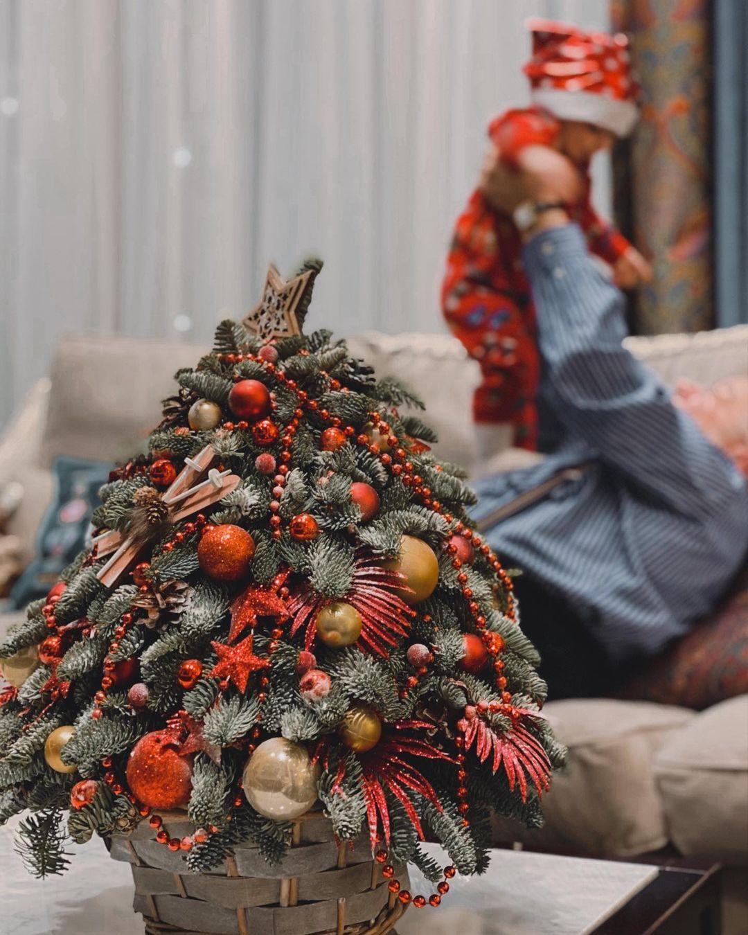 """""""Любуюсь своим итогом года"""": Евгений Петросян показал сына в новогоднем костюме"""
