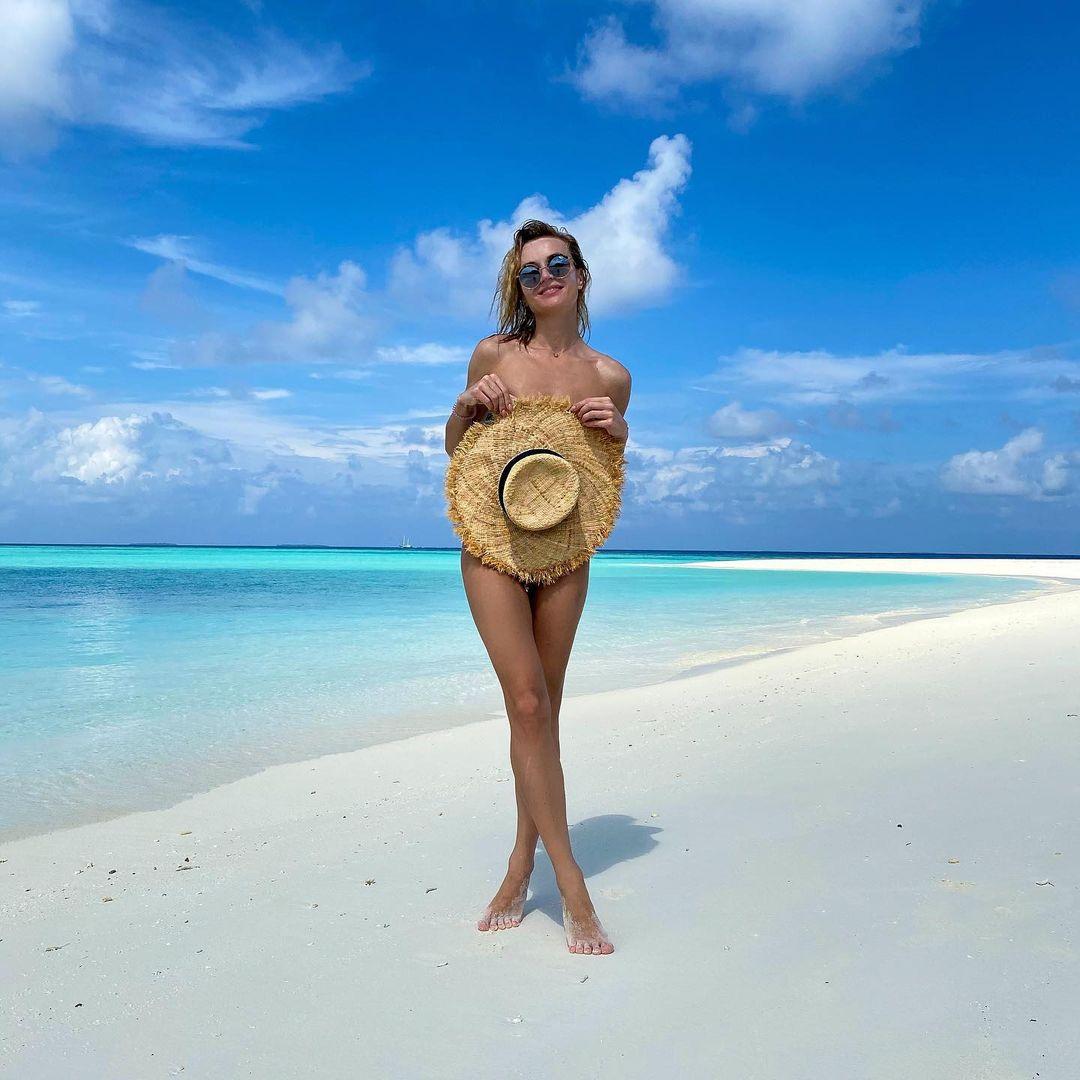 Полина Гагарина на отдыхе заинтриговала фотографией без купальника