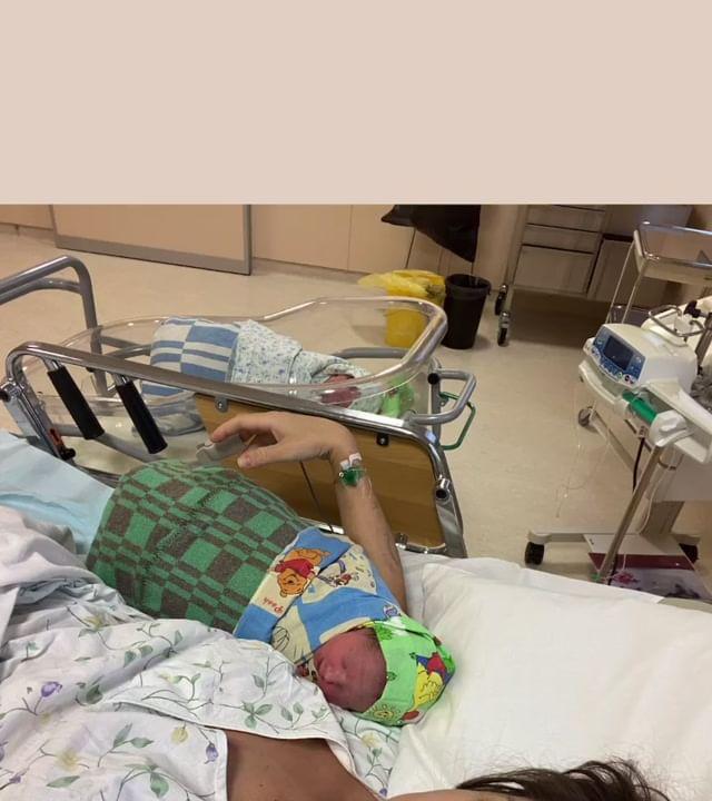 Алена Ашмарина раскрыла имена новорожденных дочерей и показала, как выглядит ее живот после родов