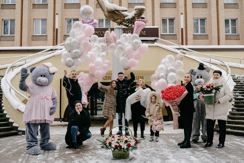 Singer Valeria did not come to the discharge of her first granddaughter