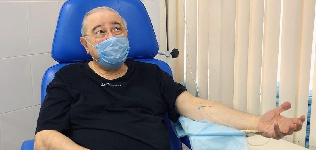 Евгений Петросян показал себя под капельницей в больнице