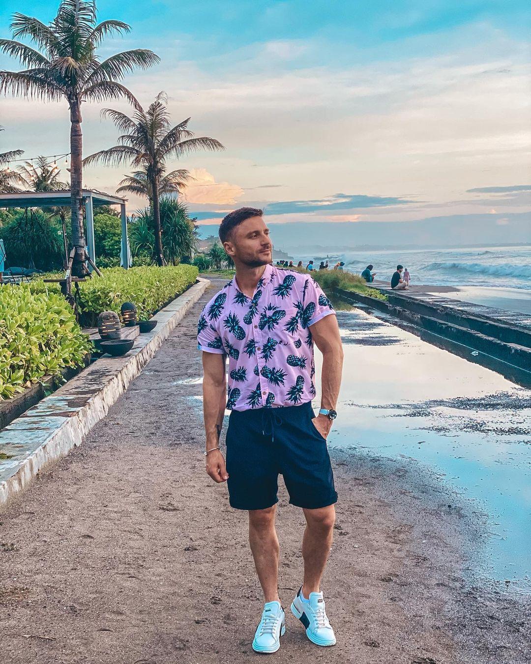 Названо имя девушки, отдыхающий на Бали в компании Сергея Лазарева и Алекса Малиновского