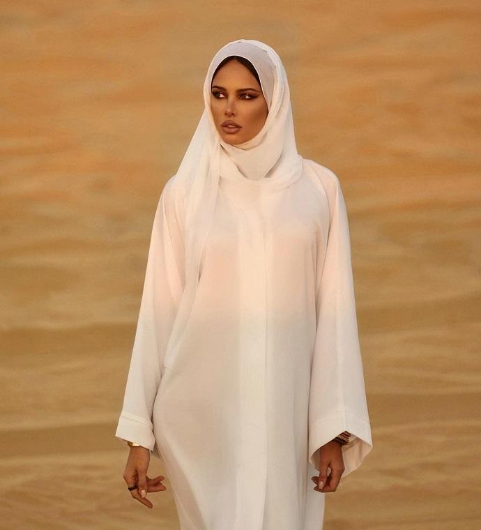 Таинственный арабский шейх продолжает одаривать Анастасию Решетову