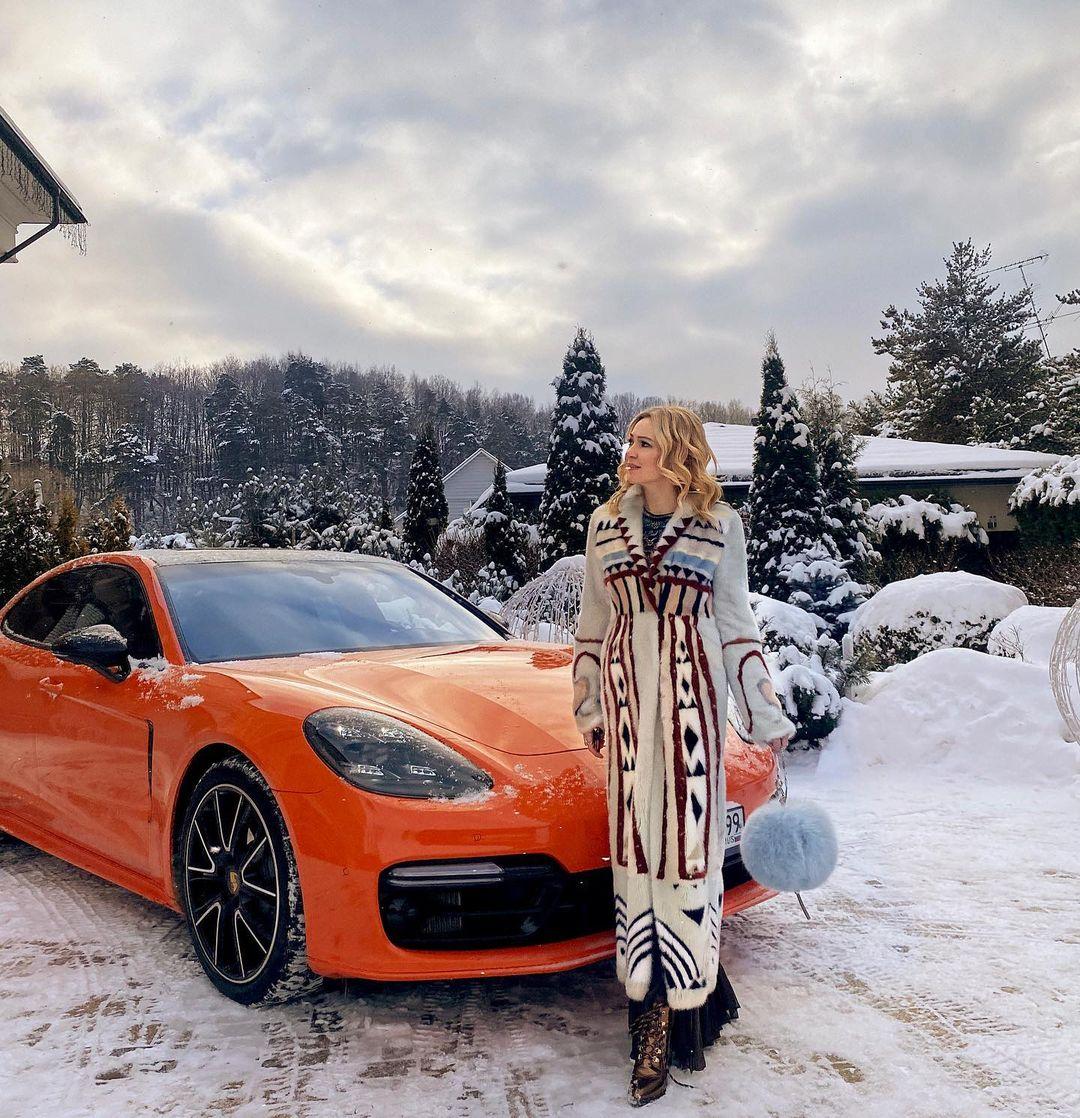 Яна Рудковская пожаловалась на то, что 2 года не отдыхала с семьёй