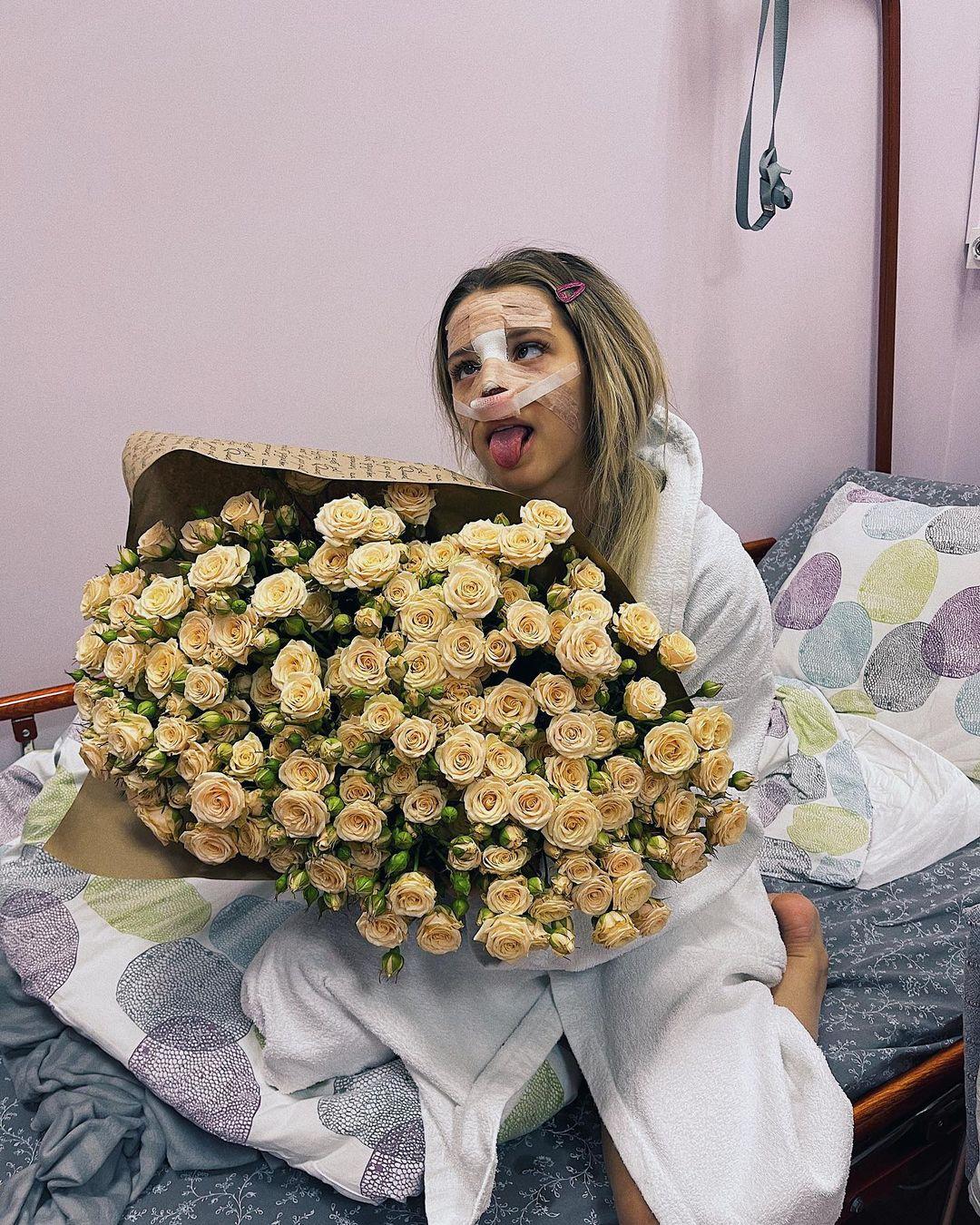 Тиктокерша Юлия Гаврилина потратила полмиллиона рублей на пластику носа