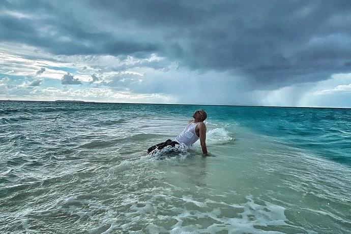 Дима Билан в мокрых плавках похвастался размерами своего мужского достоинства