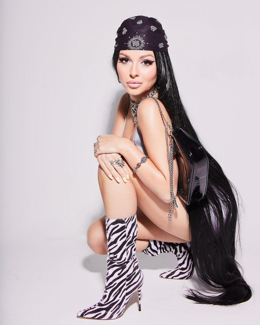 Певица Нюша, перевоплотившись для фотосессии, стала копией Оксаны Самойловой