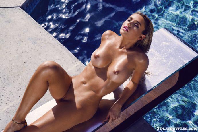 """Блондинка Моника Симс снялась в """"горячей"""" фотосессии для Playboy"""