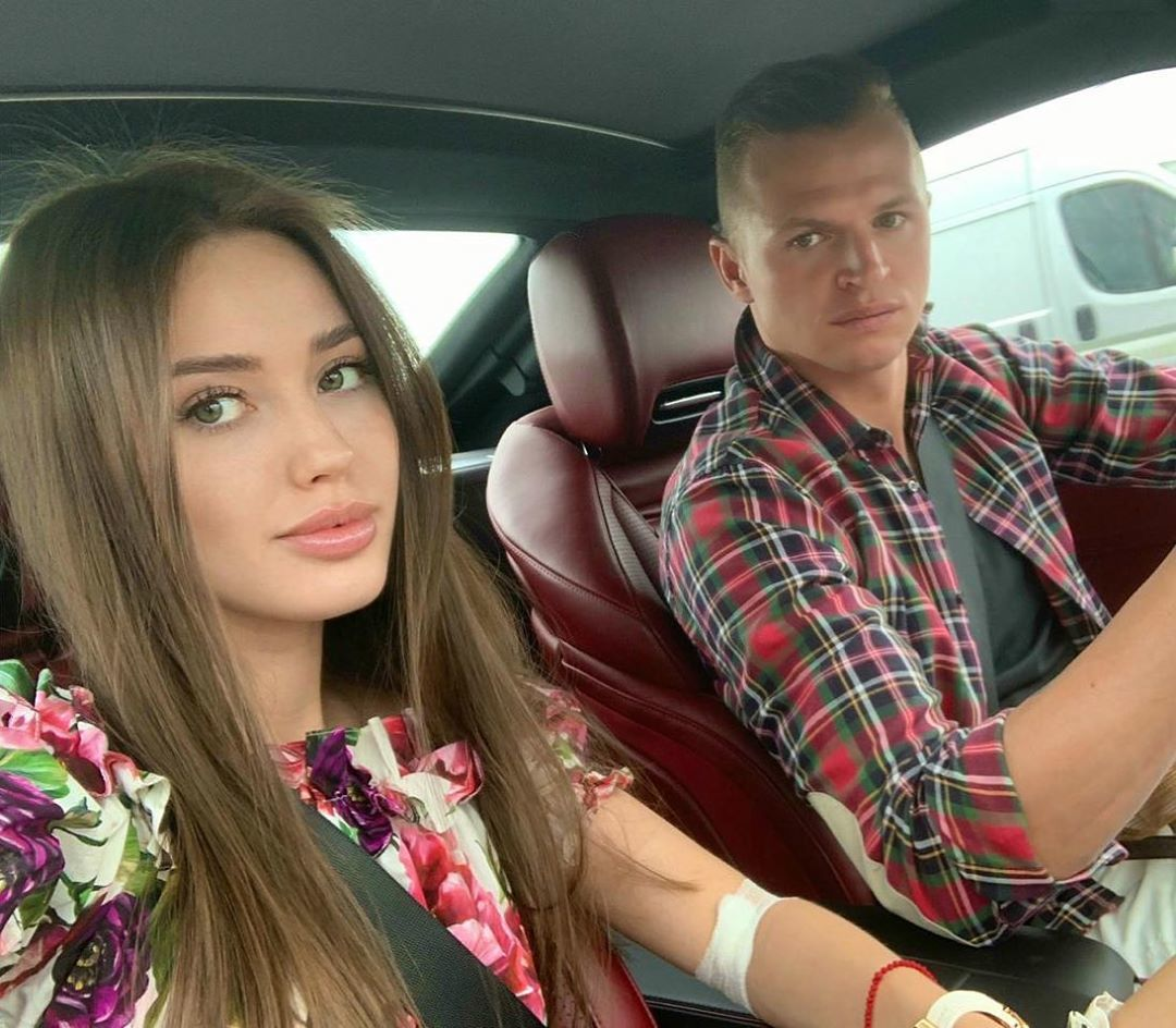 Мать Анастасии Костенко прокомментировала свою попытку завязать дружбу с мамой Давида Манукяна