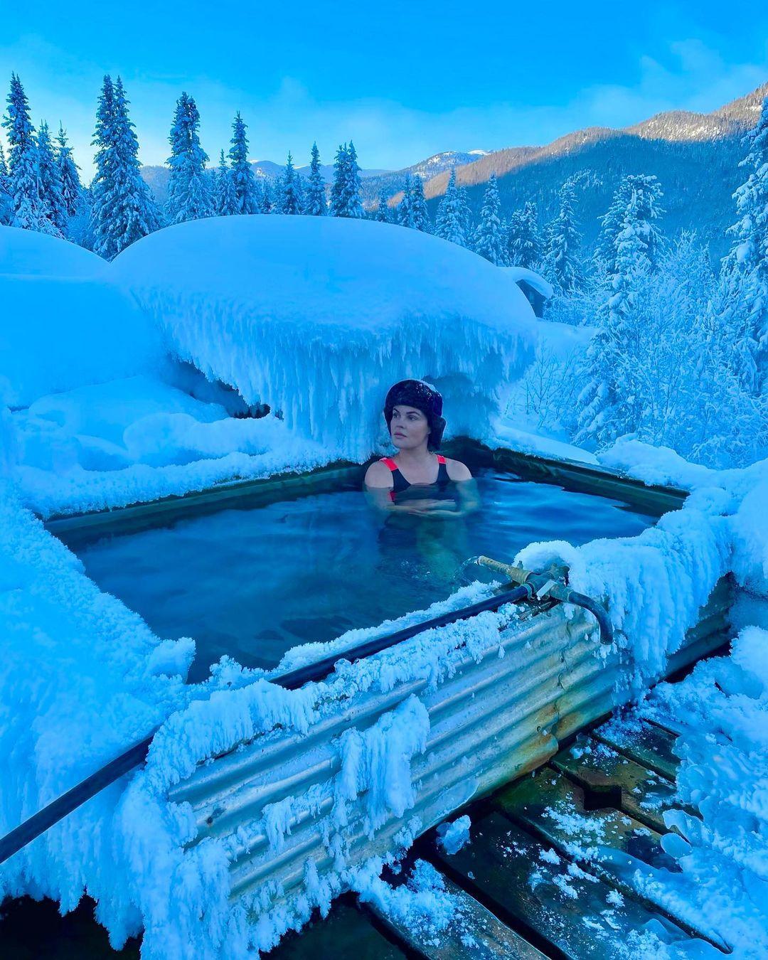 59-летняя Екатерина Андреева замечена на отдыхе в частной бане