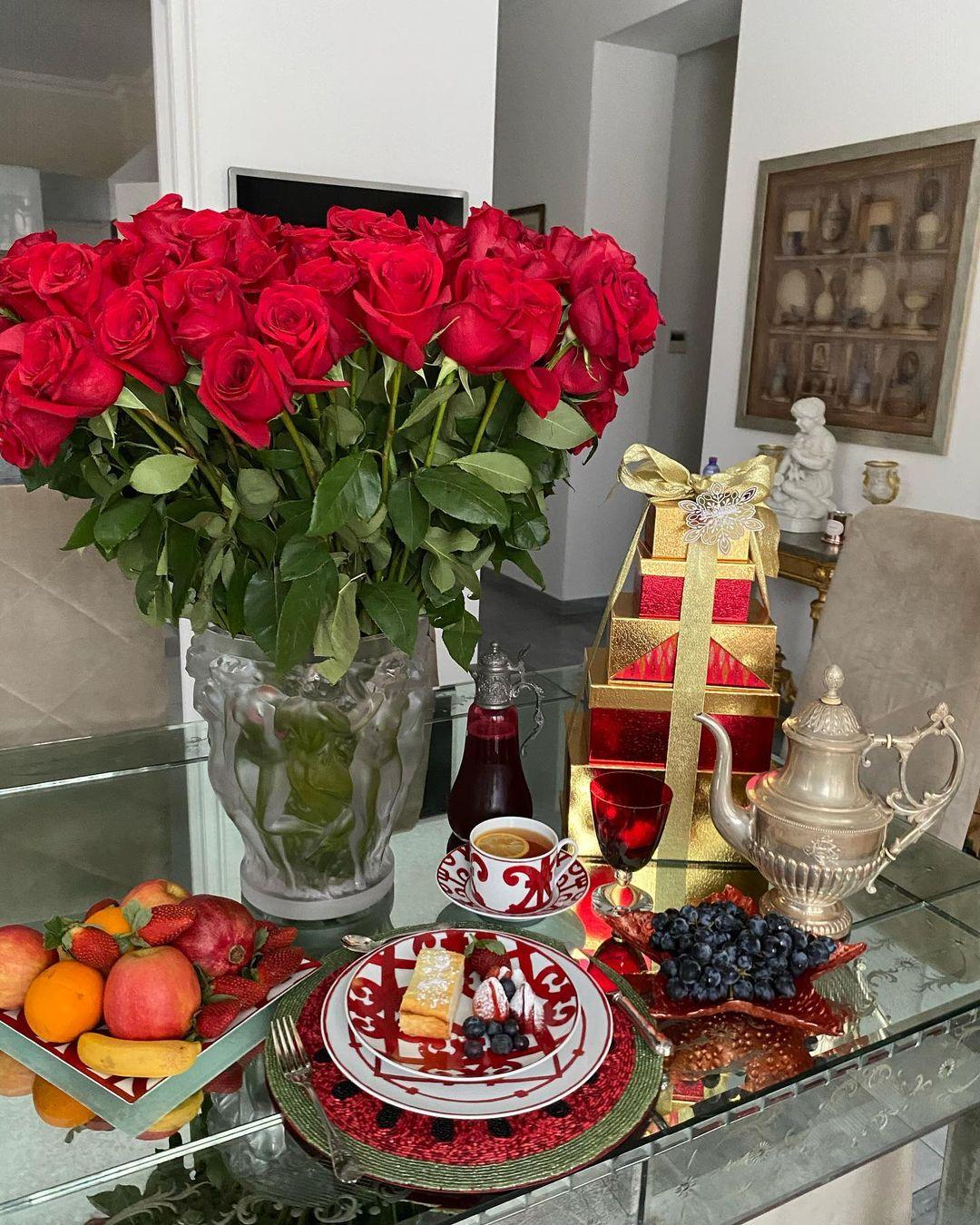 """""""Не так, как у Яны, но от сердца"""": Константин Богомолов показал завтрак Ксении Собчак"""