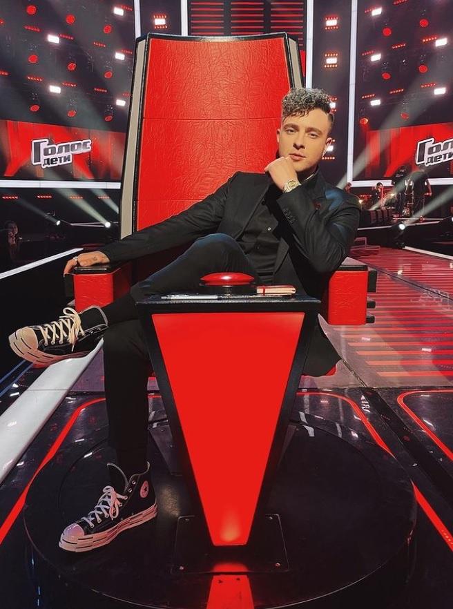 """Став наставником шоу """"Голос.Дети"""", Егор Крид показал эксклюзивное фото с Лободой и посмеялся над Бастой"""