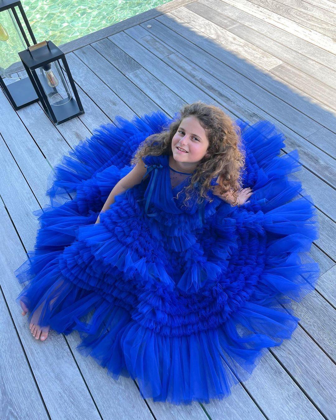 Дочка Жасмин появилась на пляжных фото в платье за 42 тысячи рублей