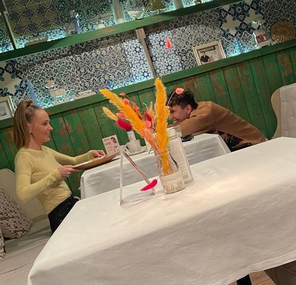 Наташу Чистякову-Ионову заметили на свидании с молодым человеком