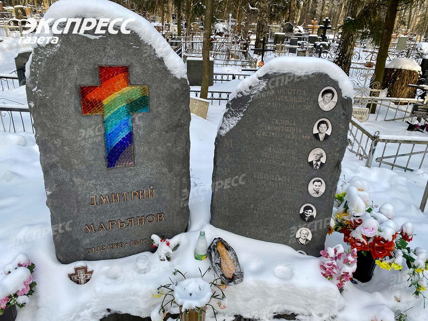 Могила Дмитрия Марьянова стала местом сборища алкоголиков и бездомных