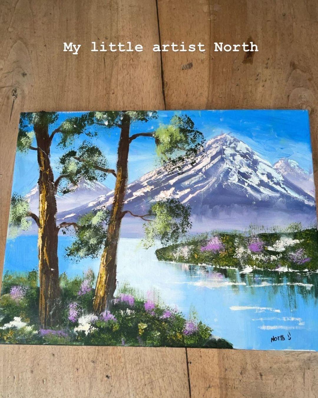 7-летняя дочка Ким Кардашьян рисует картины, как взрослый художник. Они, правда, очень красивы