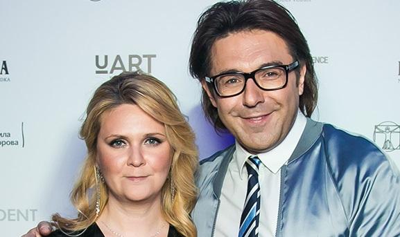 Андрей Малахов впервые за долгое время появился с женой Натальей Шкулевой на мероприятии