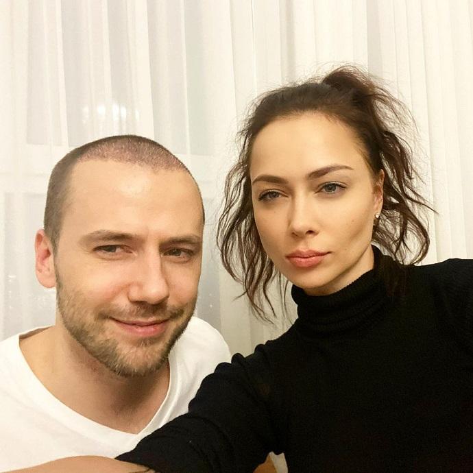Настасью Самбурскую заподозрили в романе с известным актером сердцеедом