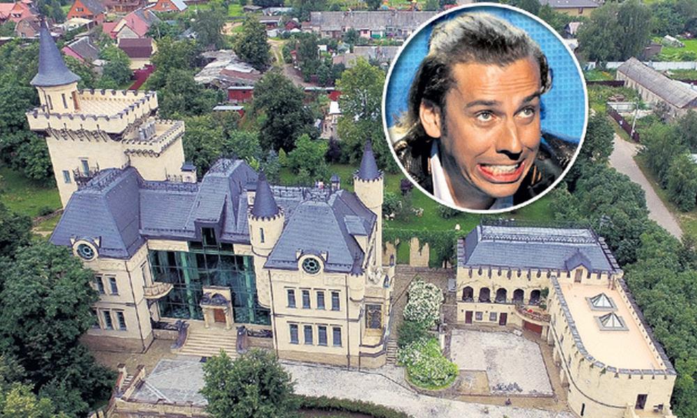 """""""Мы много платим за коммуналку"""": Максим Галкин посетовал, что жизнь в замке ему дорого обходится"""
