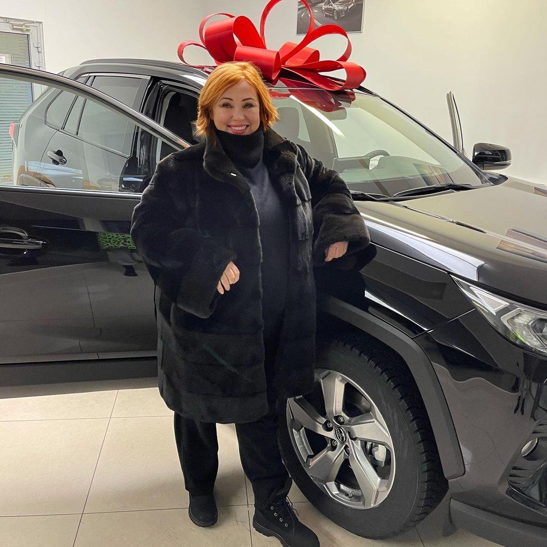 """""""Надежная тачка"""": Виктория Боня подарила маме автомобиль"""