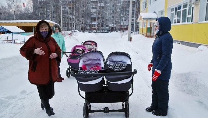 """""""Сегодня я не в Коми, но..."""": Виктория Лопырева подарила несколько колясок Сыктывкарскому Дому ребенка"""