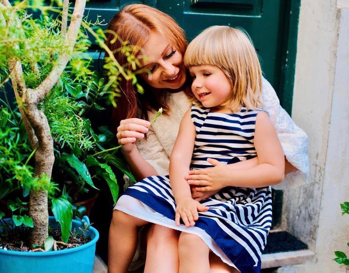 """""""Я - артистка"""": Юлия Савичева рассказала, почему её дочь живет в другой стране"""