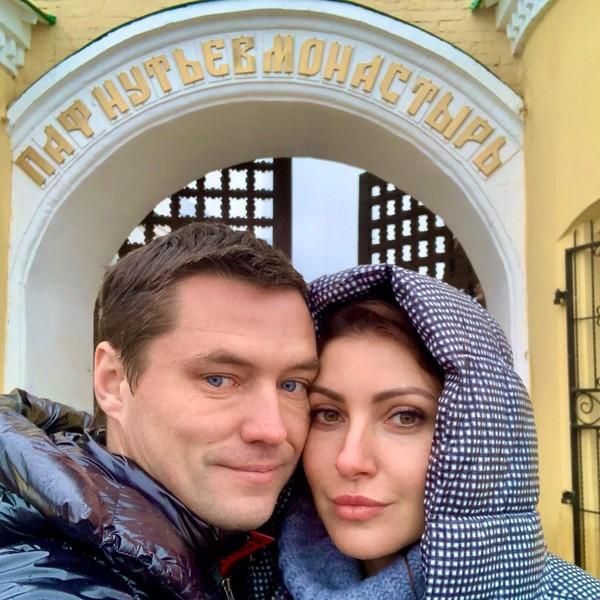 """""""Я не знаю кто это"""": женатый бойфренд Анастасии Макеевой отрекся от жены и четверых детей"""