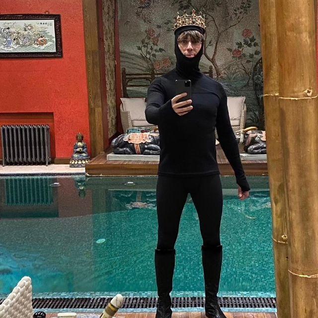 «Я не голый»: Максиму Галкину пришлось оправдываться за свой провокационный костюм