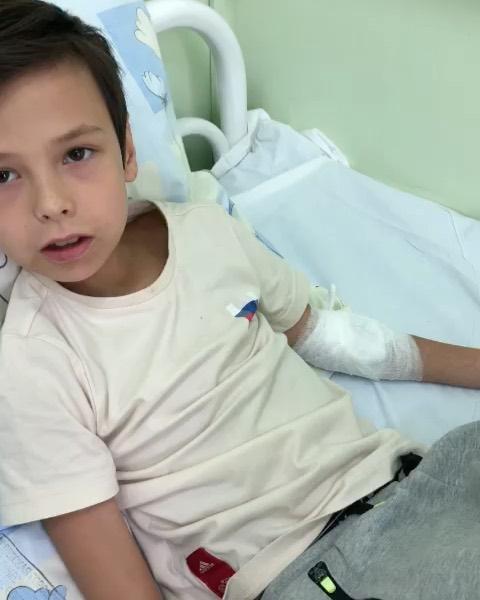 Сын Айзы Долматовой оказался в больнице из-за некачественных суши