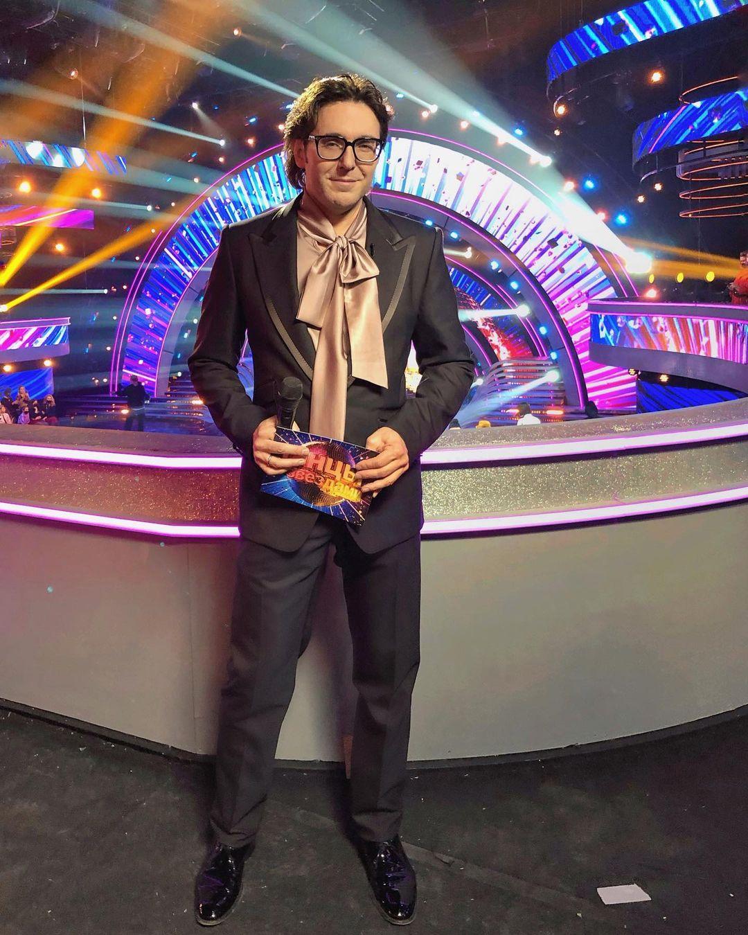Ведущий Андрей Малахов появился на программе в женской блузке