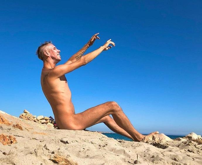 Алексей Панин вновь снял трусы на пляже
